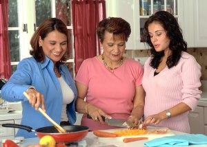 Women_preparing_food