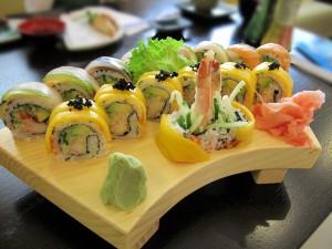 Golden_Maki_Rainbow_Roll_sushi.jpg