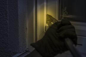 burglar-1678883_1920